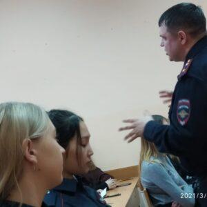Встреча студентов с работником Управления по контролю за оборотом наркотиков_6