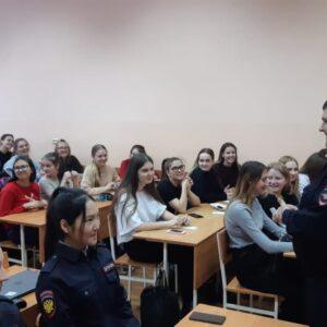 Встреча студентов с работником Управления по контролю за оборотом наркотиков_8